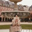 刘雯游走于巴黎街头,展?#20013;?#26102;代女性的独立姿态