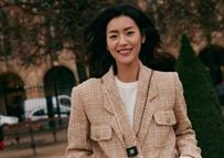刘雯拍摄CHANEL双侧手袋街拍大片
