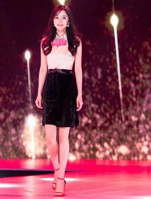 楊冪助陣時尚大師,看中國美食和時裝如何跨界融合!