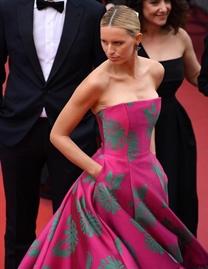 超模Karolina Kurkova亮相戛納電影節紅毯