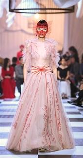 新面孔模特亮相Dior上海大秀