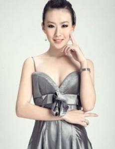 第二十届世界超级模特环球大赛全球总决赛冠军李静亮相广州,出席国际