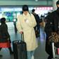 刘雯最新机场穿搭 现身北京首都机场