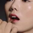 陳思琪出鏡MAC廣告大片,打造人魚姬混搭漸變唇
