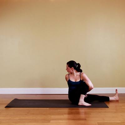 给小腿肌肉发达的姑娘们:10个瑜伽动作瘦小腿